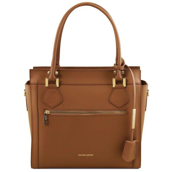 кожена дамска чанта в цвят коняк