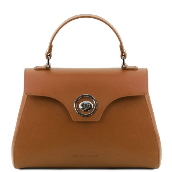 стилна италианска чанта в цвят коняк
