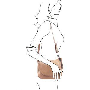 мека дамска кожена чанта в цвят шампанско