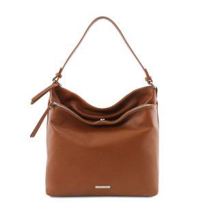 мека чанта за рамо от естествена кожа в цвят коняк