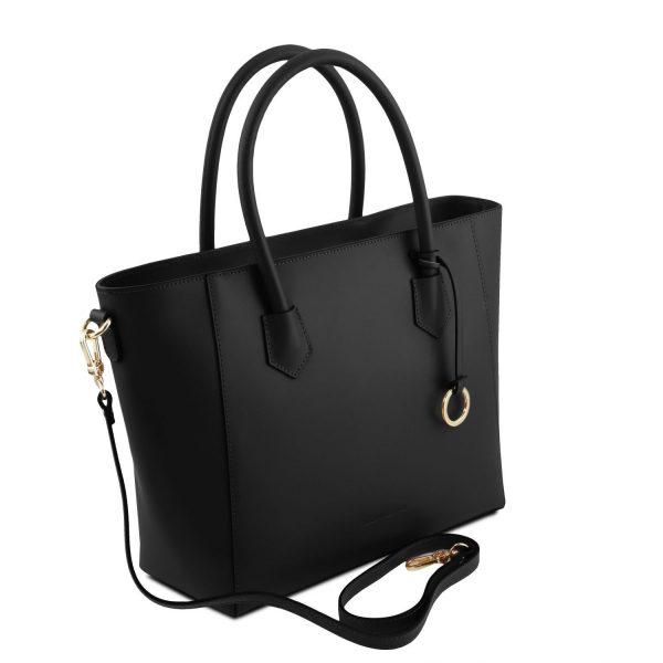 обемна кожена чанта в черно