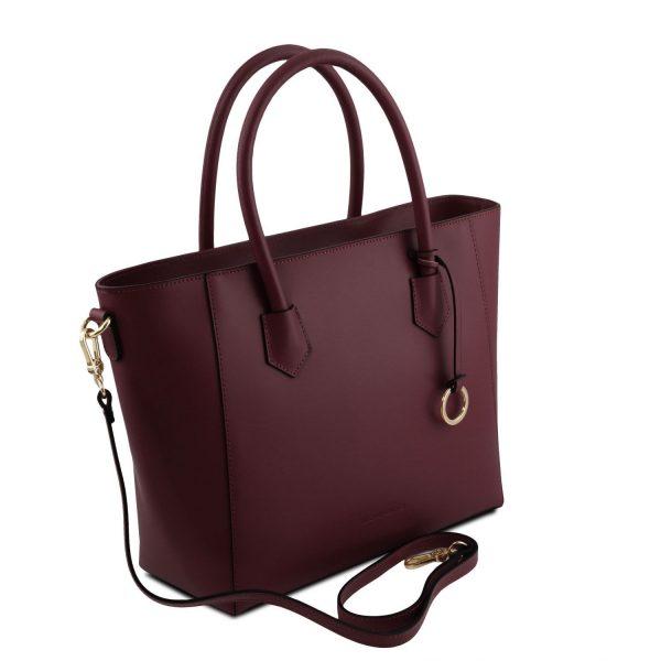 обемна кожена чанта в бордо