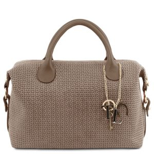 дамска кожена чанта с релеф плетеница в бежово
