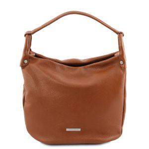 дамска кожена чанта в стил хобо и цвят коняк