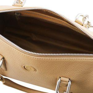 дамска кожена чанта със заоблен дизайн в цвят шампанско