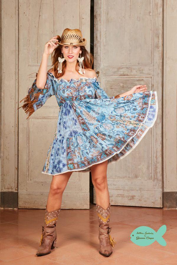 синя къса рокля